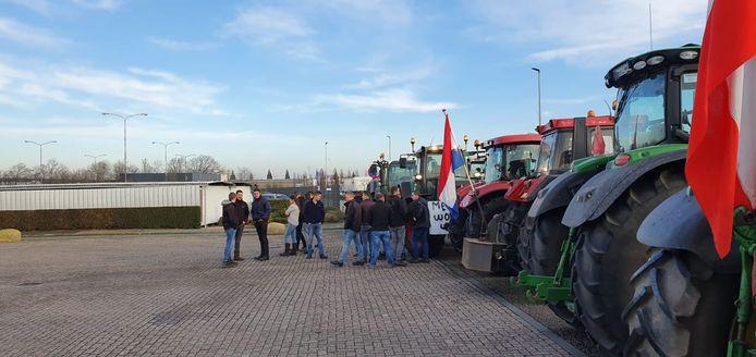 Verzamelde boeren voor Isover in Etten-Leur.