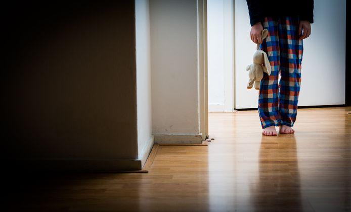 Kinderen van ouders die in een vechtscheiding liggen, dreigen de dupe te worden van de coronacrisis.