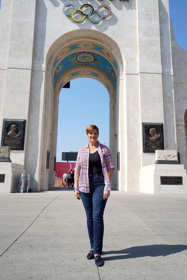 Nicole Hoevertsz, hier voor het Los Angeles Memorial Coliseum. Iemand die 'staat voor haar mening en niet van de wijs is te brengen'. Beeld AP