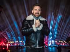 David Guetta en concert devant la pyramide du Louvre à Paris pour le Nouvel An