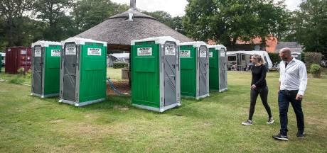 Ieder z'n eigen douche bevalt prima op camping De Rozephoeve: 'We gaan hier de hele zomer mee door'