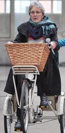 Met een driewielerfiets was Mia (niet op de foto) geholpen en kon ze fietstochten blijven maken