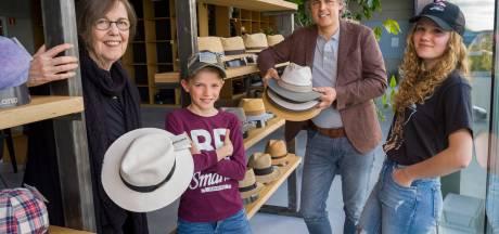 Hatland in Hattemerbroek is grootste hoedenmagazijn van Nederland: 'Hoe het begon? We zaten een film uit de jaren 30 te kijken'
