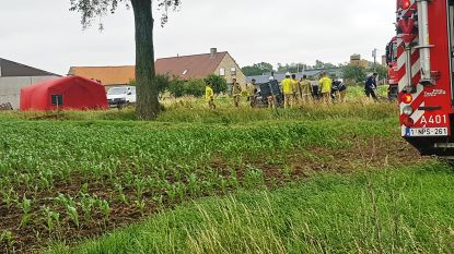 Jonge man (28) en vrouw (29) omgekomen in verkeersongeval: auto op dak aangetroffen in diepe gracht
