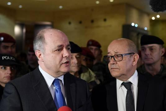 Bruno Le Roux, ministre de l'Intérieur, et Jean-Yves Le Drian, ministre de la Défense au Louvre, ce 3 février.