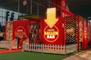 Amstel opende in 1995 een Ballen Bar op de Huishoudbeurs. Exclusief voor mannen.