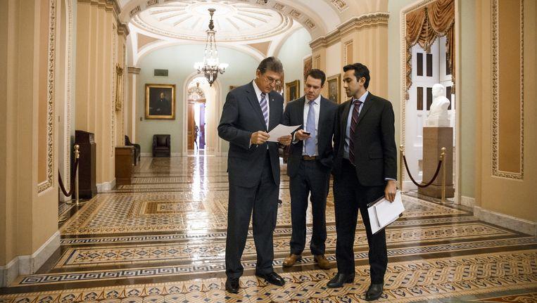 Senator Joe Manchin (L) van West Virginia in Capitol Hill. Beeld AP