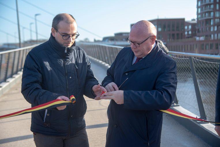 De nieuwefiets en voetgangersbrug en het pleintje aan Kapellendries werden officieel geopend door Wim Dauwe, afdelingshoofd van de Vlaamse Waterweg en  burgemeester Alain Pardaen.