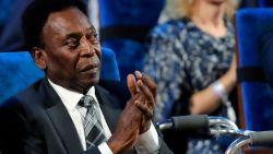 """Pelé valt flauw door oververmoeidheid: """"Hij ligt momenteel aan infuus"""""""