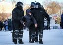 Intussen werden al meer dan 10.000 aanhangers van oppositieleider Navalny opgepakt in Rusland.