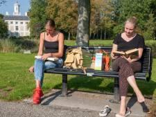 Nog even genieten van de najaarszon op 'ons bankje' in Middelburg