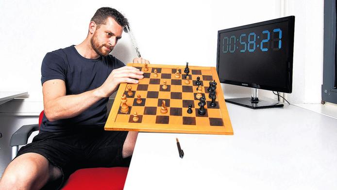 Erik de Seijn speelt Escape The Room. Logisch nadenken en systematisch te werk gaan is volgens hem de sleutel tot succes.