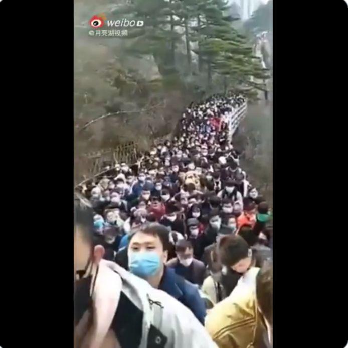 La foule entassée dans le parc des monts Huang
