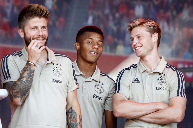 David Neres (midden) zaterdag op de Open Dag van Ajax. Beeld Pro Shots
