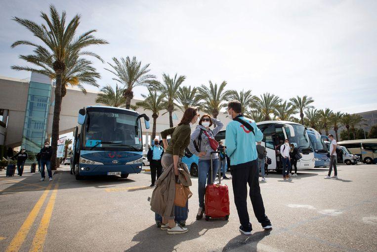 Het is weer druk op de luchthaven van Mallorca. Beeld AFP
