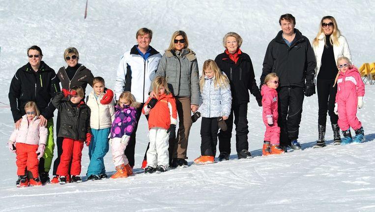 De koninklijke familie poseert (vorig jaar) in Lech. Beeld epa