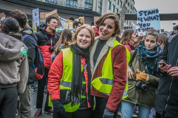Anuna De Wever (rechts), gisteren in Brussel.