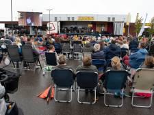 Dit is waarom zondagmiddag tientallen mensen een kerkdienst hielden op een parkeerplaats in Lienden