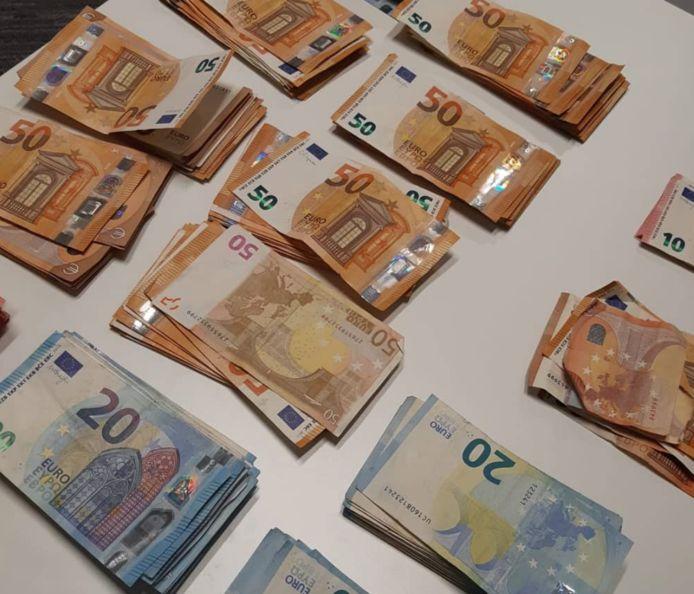 Er is een groot bedrag aan contant geld aangetroffen.