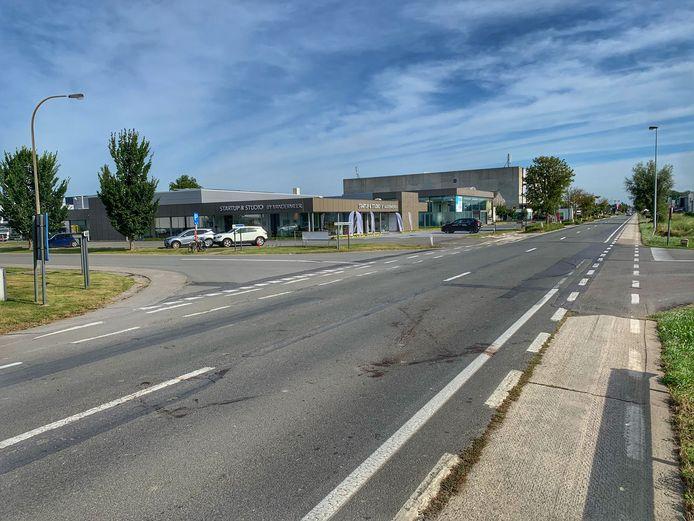 Het kruispunt Pannestraat - Koksijdestraat - Slableedstraat, waar de definitieve rotonde komt.