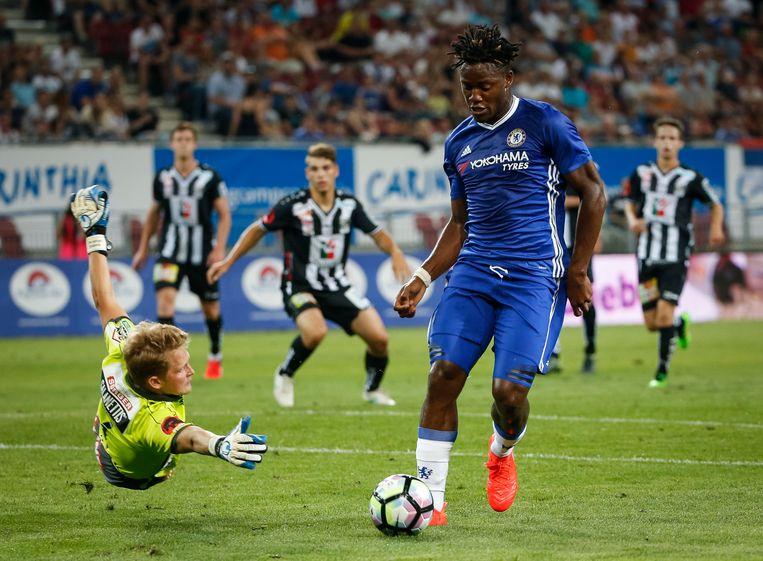► Michy Batshuayi, hier in actie tijdens de oefenstage van Chelsea, maakte voor 40 miljoen euro de overstap van Marseille naar Londen. Beeld Getty Images