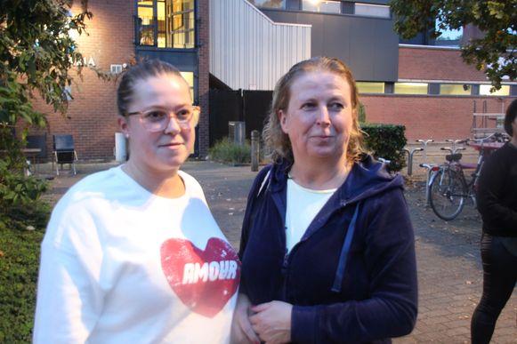 Moeder en dochter Nancy Opsommer en Evelyne Pattyn moesten na een korte zwembeurt het zwembad al verlaten.