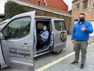 Josefina (87) maakt als eerste gebruik van gratis taxirit naar en van het vaccinatiecentrum in Tienen