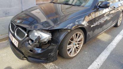 Geparkeerde wagen loopt zware schade op na aanrijding met vluchtmisdrijf