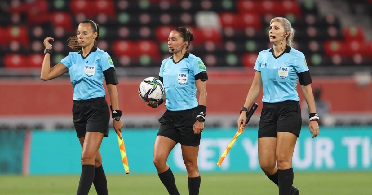 Primeur op WK voor clubs: drie vrouwelijke arbiters bij strijd om vijfde plaats - AD.nl