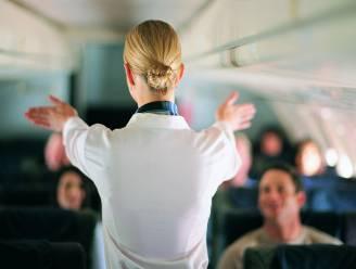 """Zeggen Belgische stewardessen binnenkort ook hun kokerrok en hakken vaarwel? """"Een stewardess op sloefkes, dat klopt niet"""""""