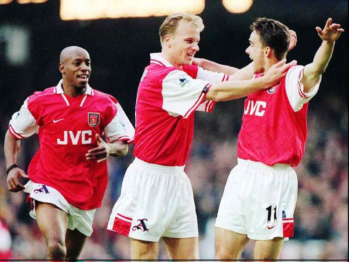 Ian Wright (links) met Dennis Bergkamp en Marc Overmars.