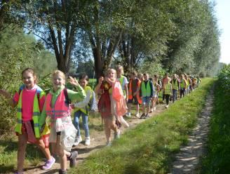 Leerlingen Hartencollege stappen sponsortocht om heropbouw verwoeste Waalse scholen te steunen