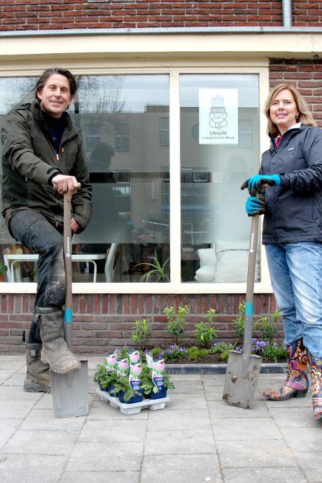 Tegels uit de tuin? Een minister die minder verzot is op asfalt, dat zou pas helpen!