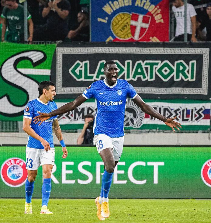Onuachu scoorde de late winning goal voor Genk tegen Rapid Wien. België komt zo dichter bij Oostenrijk, al lijkt de kloof nog steeds te groot.