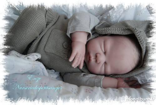 """Enzo est né! Les poupées Reborn sont disponibles """"à l'adoption"""" dans des nurseries virtuelles."""