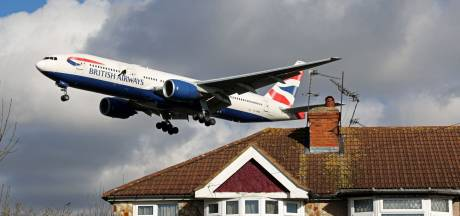 Weer schade aan Limburgs dak door landende Boeing op Maastricht Aachen Airport