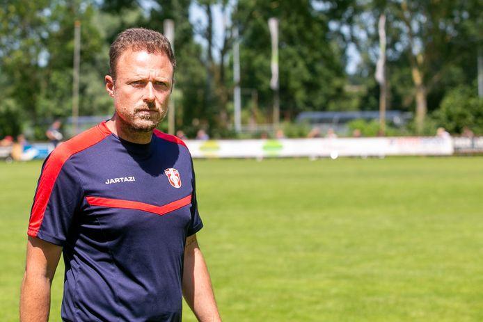 FC Dordrecht-trainer Michele Santoni komt vrijdagavond zijn oude club Almere City FC tegen.
