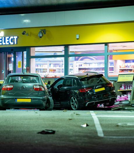 Automobilist richt ravage aan bij tankstation aan de Maasboulevard