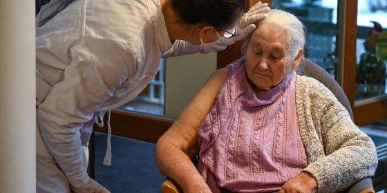 EU onderzoekt dood 13 Noorse ouderen na bijwerkingen vaccin | De Volkskrant