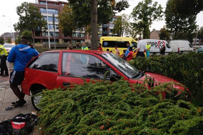 Een collage van recente aanrijdingen op de kruising Barrierweg/Dr. Berlagelaan in Eindhoven.