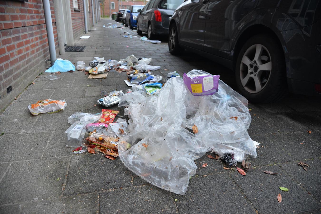 Omgewaaide vuilnisbakken