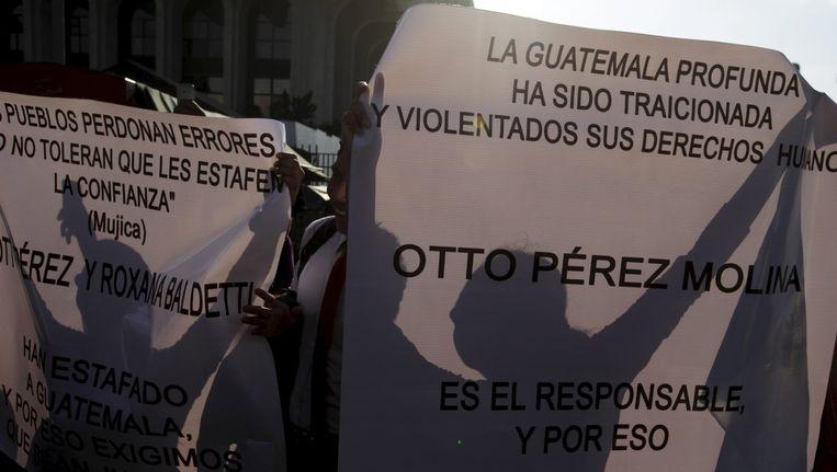 Demonstranten eisen het aftreden van Molina Beeld reuters