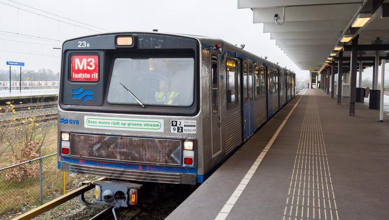 De laatste rit van de Zilvermeeuw metro in 2015 Beeld anp
