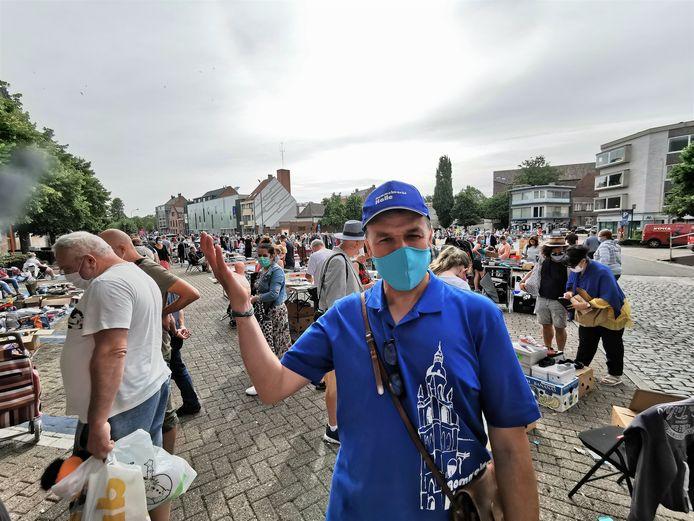 Ronny Guillaume vorige zomer op de rommelmarkt.