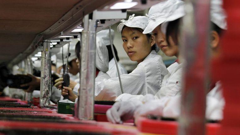 Foxconn-werknemers in een fabriek in Longhua, in het zuiden van de provincie Guangdong. Beeld reuters