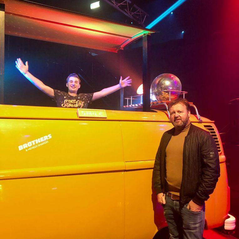 Rob Peek (re) met de 15-jarige DJ BastiQ.  Beeld Margriet Oostveen