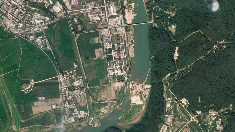 Een satellietfoto van het nucleaire complex in Yongbyon.  Beeld AP