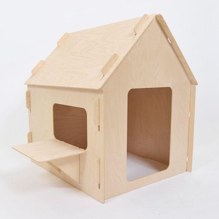 Huisje - Bouwpakket van houten platen om eenvoudig een speelhuisje in elkaar te zetten. Geschikt voor kinderen tot 4 jaar, 80 cm hoog, € 189. woolandwoodies.nl Beeld