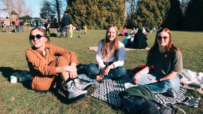 """Aalstenaars komen massaal buiten om te genieten van het zonnetje: """"Makkelijker om eens af te spreken met dat goed weer"""""""