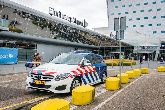 Eindhoven Airport zou vluchten moeten schrappen.